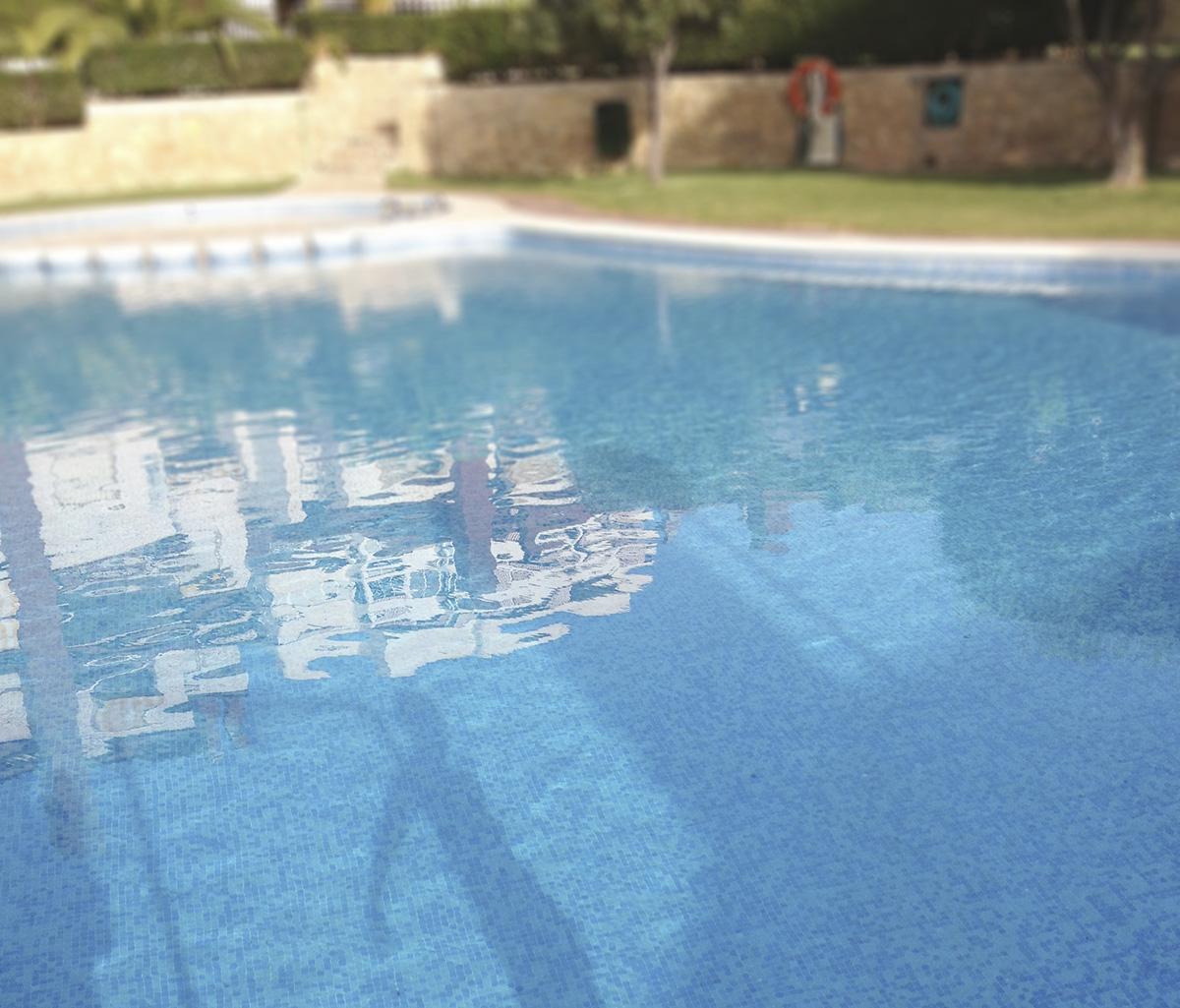 Ponemos a punto la piscina comunitaria.