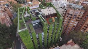 Un jardín vertical obra de un biólogo alicantino